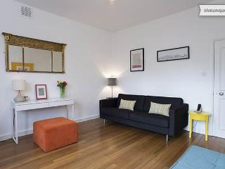 Walk to Hyde Park and Notting Hill, sleeps 4, Notting Hill - London vacation rentals