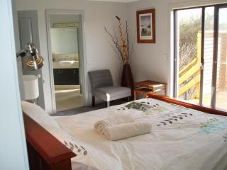 BB, TORQUAY VIC- 1KM FROM THE