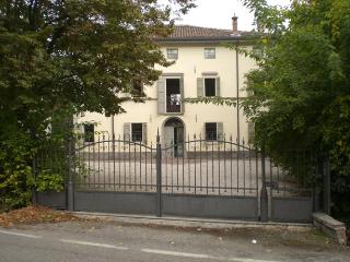 L'ORLANDINA - MANSARDA. Country Mansion, Own Park - Bologna vacation rentals