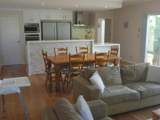 Ocean Keys Cottage - Fully Furnished With WiFi Internet - Quinns Rocks vacation rentals