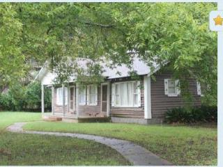 Primrose Creole Cabin - 'Cabin In The City' - Natchitoches vacation rentals