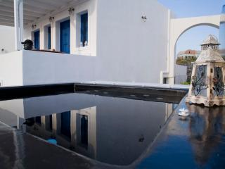 Oia Sunset Villa TRIA - Perfect Sunset Views - Swimming Pool & Private Outdoor hydro massage spa. - Oia vacation rentals
