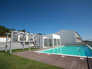SCH60- 3 Bed Townhouse with Stunning views! - Sao Martinho do Porto vacation rentals