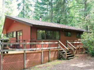 The Cabin- A 10 Minute Walk To The Smith River. - North Coast vacation rentals