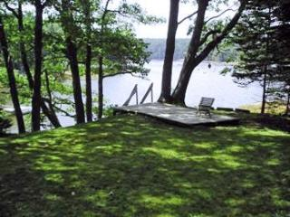 Kayaker`s Dream - launch right here - East Boothbay vacation rentals