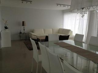 BRAND NEW APT 3 bedrooms -3 dormitorios -  alquiler a estrenar - alugel novo - Maldonado Department vacation rentals