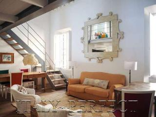 Luxe Trastevere Terrace Traditional Rome Jasmine - Rome vacation rentals