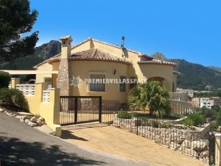 A beautiful villa within walking distance to the village of Orba - Jalon vacation rentals