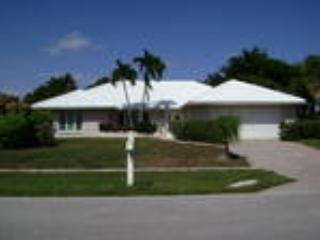 1 Block from Beach. Monthly rentals only. - Marco Island vacation rentals