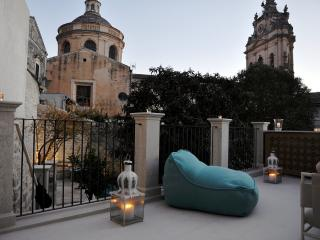 HORTUS | Enchanting Private Retreat with Garden in the historic center of Modica - Modica vacation rentals