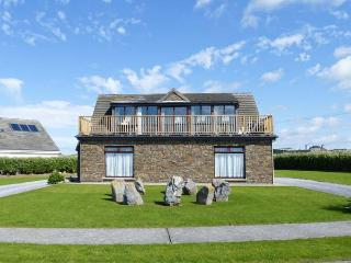 8 SEA FORT, detached cottage, upside down accommodation, stunning views, near Ballybunion, Ref. 28308 - Ballybunion vacation rentals