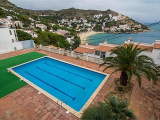 Apartment for 8 persons, with swimming pool , near the beach in Rosas - Catalonia vacation rentals