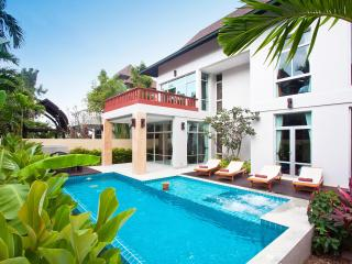 Pattaya-Jomtien Waree 4BED - Chonburi Province vacation rentals