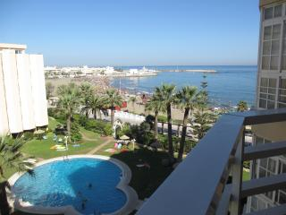 Beachfront Benalmadena,Pto Marina ,2 bedroom,pool. - Rincon de la Victoria vacation rentals