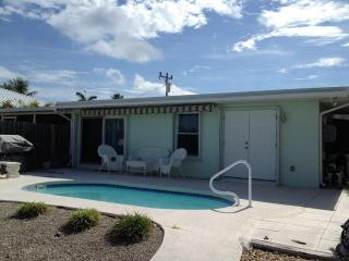 Casa Mar Azul 4 - Just Renovated  WiFi-Pvt Pool & Inch Beach - FALL SEASON SALE Only $1095/WK. From Sep. 6-Dec. 12, 2014 - Key Colony Beach vacation rentals