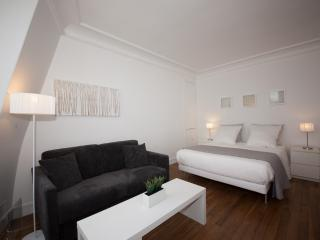 Very Chic In Saint Germain Des Pres - Barcelona vacation rentals