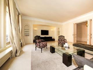 Luxury Flat Close To Avenue Montaigne - Barcelona vacation rentals
