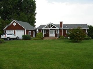 This beautiful 3 Bedroom 3 Bath hill side ranch offers unmatched views of Lake Champlain and Kellogg Island in Keeler's Ba - North Hero vacation rentals