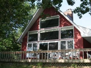 Year round Lake Champlain cottage situated on the Southern tip of South Hero Island - South Hero vacation rentals