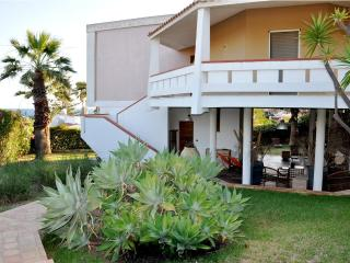 VILLA THALASSA: stylish villa 20 mt to the sea ,well-tended garden - Fontane Bianche vacation rentals