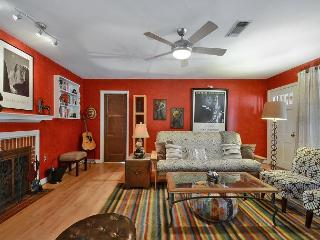 3BR/2BA Minutes Away from Downtown in Cherrywood Neighborhood! - Austin vacation rentals