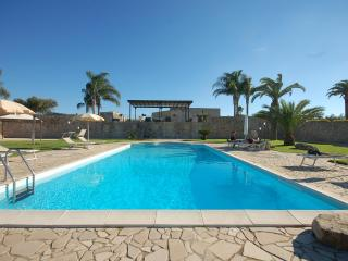 Amazing villa with swimming pool for 6-12 people - Torre Dell'Orso vacation rentals