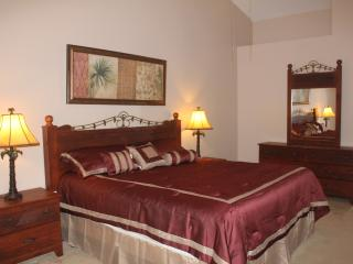 Lakefront, 4Br/3Ba, 5 mi to Disney, free WiFi/cable - Kissimmee vacation rentals