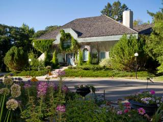 Elegant accommodation in beautiful private park - Manitoba vacation rentals