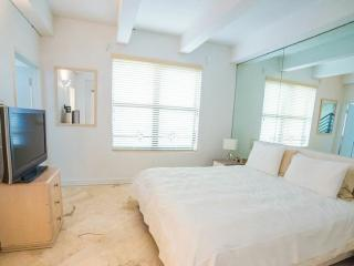 999996A The Netherlands Three Bedroom Two Story Townhouse w/Ocean Views - Miami Beach vacation rentals