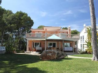 Luxury villa on the seafront, heated pool, jacuzzi - Puerto de Alcudia vacation rentals