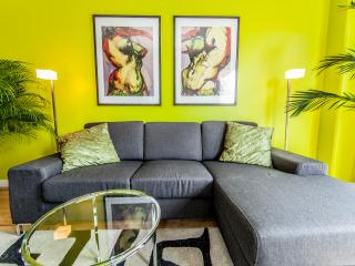 Great condo, Best downtown location.3503 - Montreal vacation rentals