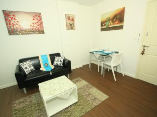 Stay at center of Hua Hin, Baan KooKiang RFH000437 - Hua Hin vacation rentals