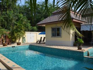 Bungalow with private pool  in Jomtien / South Pattaya - Na Chom Thian vacation rentals