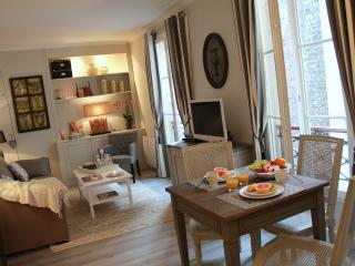 Eiffel Chic - Bright Eiffel Tower 1 bedroom apartment - Paris vacation rentals