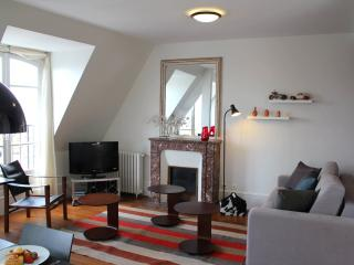 Marais View - Graceful rue de Temple 1 bedroom apartment - Paris vacation rentals