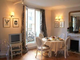 Eiffel Elegance - Designer Eiffel Tower 1 bedroom apartment - Paris vacation rentals