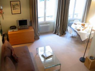 St Louis Elite - Charming ile St Louis studio apartment - Paris vacation rentals