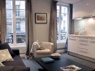 Marais Delight - Charming Hotel de Ville Studio apartment - Paris vacation rentals