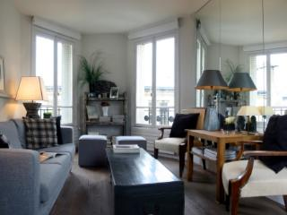 Marais Chic - Artistic Central Paris 1 bedroom apartment - Paris vacation rentals