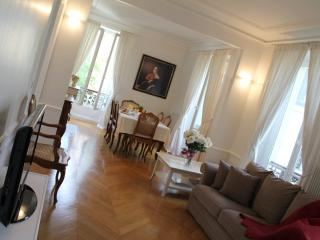 Marais Louise -Spacious 1 bedroom apartment - Paris vacation rentals