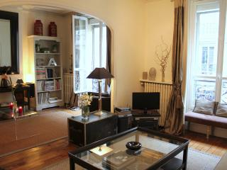 Left Bank Eiffel - Exquisite Eiffel Tower 1 bedroom apartment - Paris vacation rentals