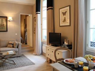 Marais Collection - Elegant Hotel de Ville 1 bedroom apartment - Paris vacation rentals