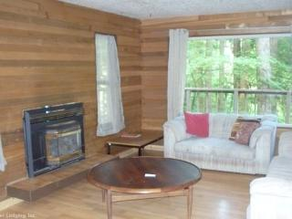 Snowline Cabin #92 - A lovely 2-story home thats pet-friendly! Sleeps 8! - Maple Falls vacation rentals