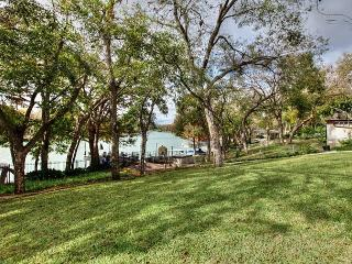 Vacationers Paradise Along The Banks Of Lake McQueeney - Seguin vacation rentals