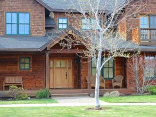 NEW - MOUNTAIN SAGE - Great rate for this roomy townhome. Beautiful town-home in Pine Meadow Village. - Sisters vacation rentals