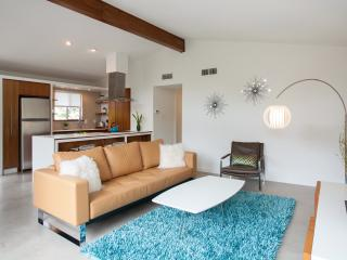 Mid-Century Modern near SoCo/DT - no booking fees - Austin vacation rentals
