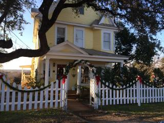CHARMING RESTORED VICTORIAN HOME 5 BLKS FROM LAKE - Marble Falls vacation rentals