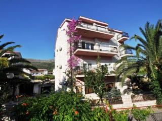 Three bedrooms apartment, sea view - Podstrana vacation rentals