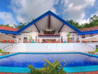 8-Bed Private Resort, Chef Incl--40% for rest of 2014!!! (Excl. peak weeks) - Manuel Antonio vacation rentals