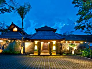 Los Elementos: Villa de Agua - Exclusive Balinese Villa w/ 4 Master Bedrooms! - Dominical vacation rentals